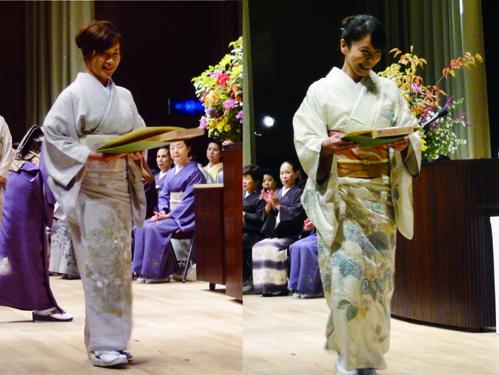 経営科を卒業された方の認定証は埼玉県小川町の手漉き和紙で出来ています。看板は、檜の中でも最高級の木曾檜に学院オリジナルの焼き印が一つずつ押印されています。