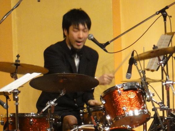 「キャラバン」のドラムソロ! 迫力のドラム裁きに驚嘆!!