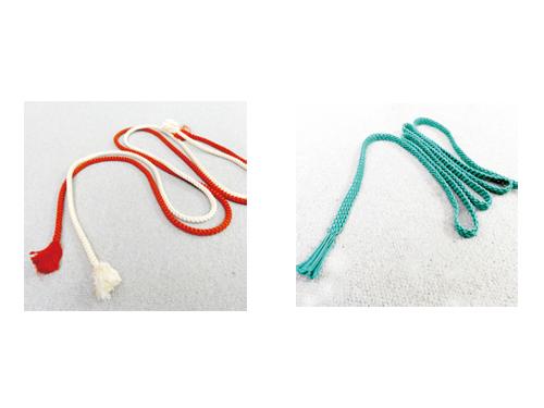 左:丸組の帯締め 右:夏用(平組)の帯締め