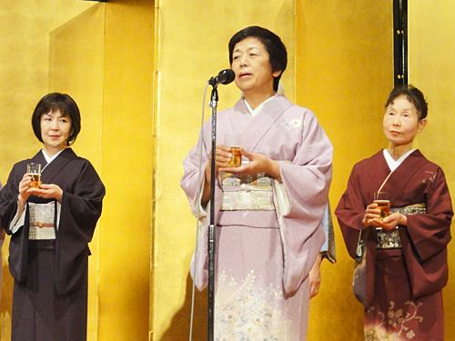 乾杯の音頭は、本年の干支である辰年の池袋校・村田さん。