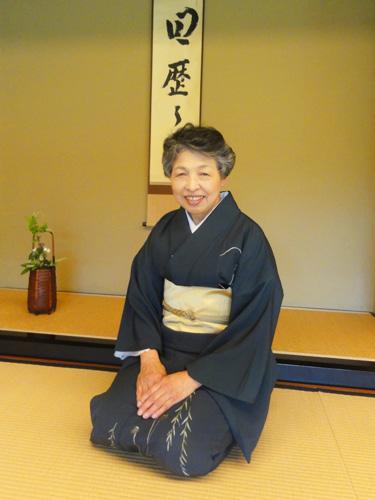 【 講師紹介 】 表千家・脇田先生。 茶席でのマナーや所作について、丁寧にご教授いただきました。
