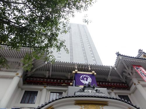 高層ビルと一体となった歌舞伎座。