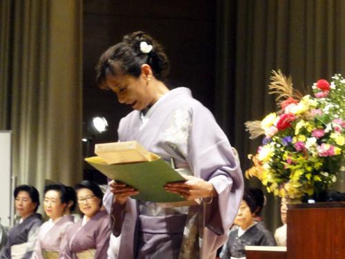 経営科卒業の認定証は、埼玉県小川町の「手漉き和紙」を使用。