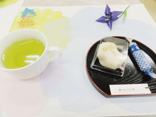 和菓子の種類は全4種! 皐月をイメージしたお菓子と花菖蒲・こいのぼりを添えて。