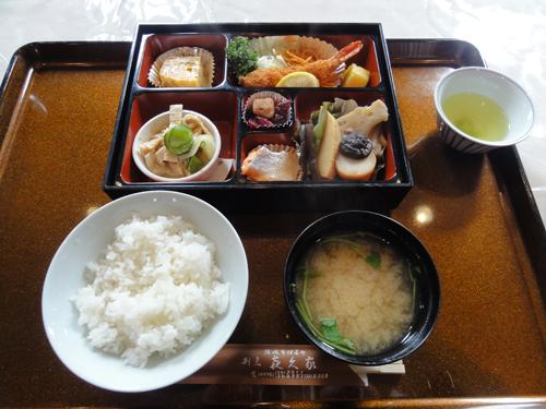 ご当地の老舗「喜久家本店」にて美味しいお食事。 メニューにある「すだれ麩」は結城名産。