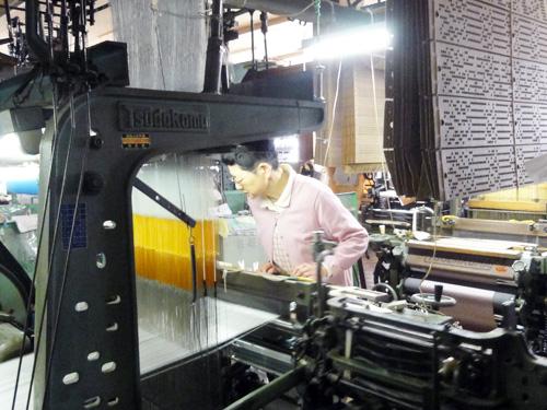・手織機<br />細やかな技術。そして気の遠くなるような工程。