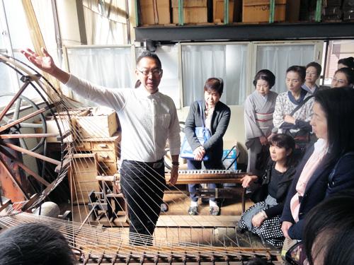 ・八丁撚糸機 伝統工芸品 「桐生御召」 の緯糸を撚糸します。
