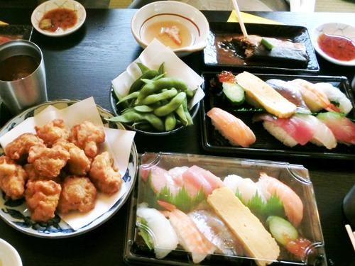 お寿司やから揚げ、豪勢なお食事で船旅を満喫しましょう!