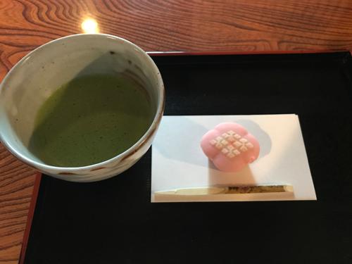 和館にある喫茶室ではお茶菓子なども楽しめます。
