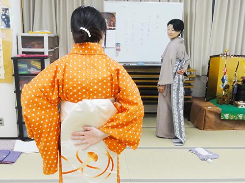 きものの着方-授業風景
